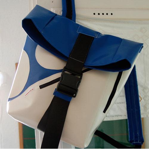 rucksackweissblau1