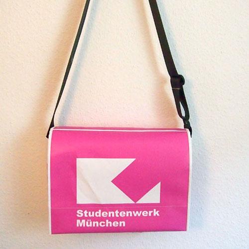 Umhängetasche aus Bannern des Studentenwerkes München