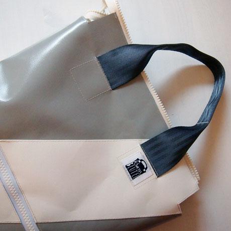 Tasche mit Henkel grau weiss zum Tragen maßgeschneidert LKW-Plane