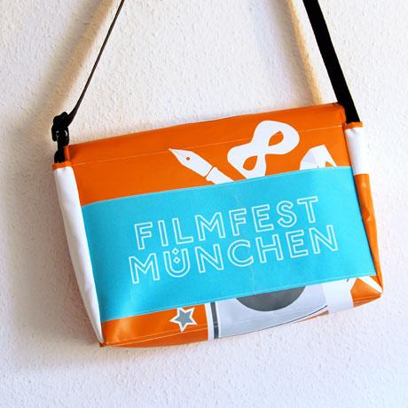 Tasche aus Werbebannern Umhängetasche / www.krambeutel.de / krambeutel Deine Wunschtasche / Stefanie Ramb
