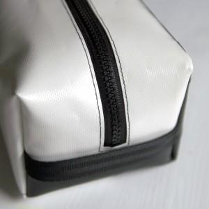 Waschbeutel Federmäppchen aus LKW Plane von krambeutel Deine Wunschtasche schwarz weiß Maßanfertigung aus München www.krambeutel.de Stefanie Ramb