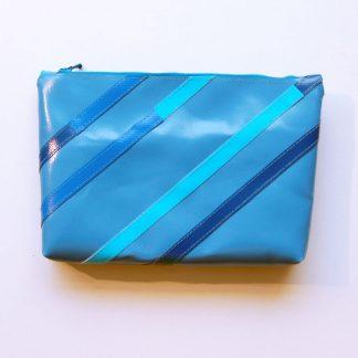 Reißverschluss-Tasche mit Streifen aus LKW-Plane / www.krambeutel.de / krambeutel Deine Wunschtasche / Stefanie Ramb München