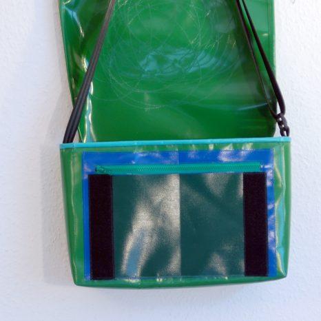 Umhängetasche messenger bag aus LKW-Plane, grün mit Kreisen / www.krambeutel.de / krambeutel Deine Wunschtasche / Stefanie Ramb München