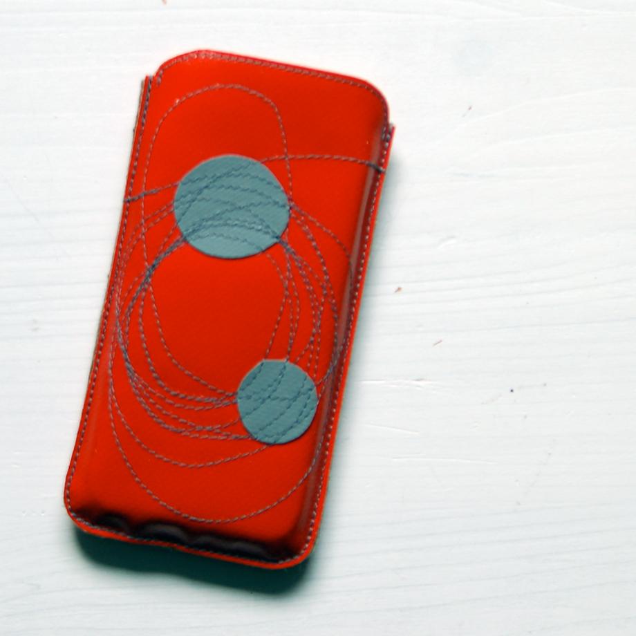 Smartphone-Hülle aus LKW-Plane, gefüttert mit Wollfilz / www.krambeutel.de / krambeutel Deine Wunschtasche / Stefanie Ramb München