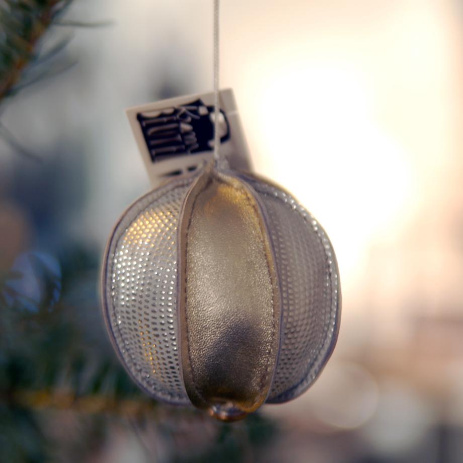 Weihnachtskugeln aus Leder im siebenmachen Atelierladen, München Obergiesing / krambeutel Deine Wunschtasche / www.krambeutel.de / Stefanie Ramb MÜnchen