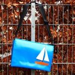 Umhängetasche mit Segelboot aus LKW-Plane, handgemacht in München, www.krambeutel.de, krambeutel Deine Wunschtasche Stefanie Ramb