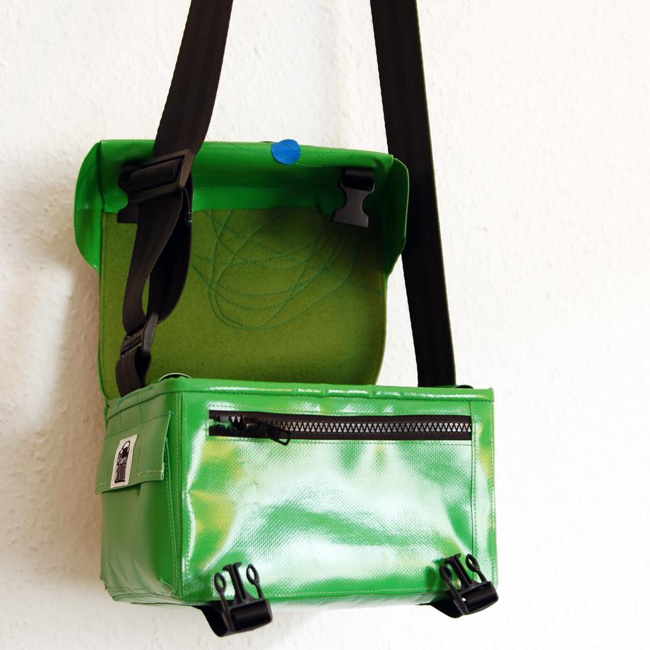 Fototasche von krambeutel aus LKW-Plane, gefüttert mit Wollfilz. www.krambeutel.de Deine Wunschtasche Stefanie Ramb München