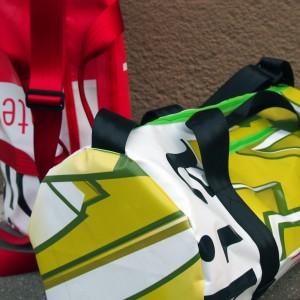 Sporttaschen aus Werbebannern. Handgemacht von krambeutel in München. Stefanie Ramb krambeutel Deine Wunschtasche www.krambeutel.de Maßgeschneiderte Taschen und Beutel