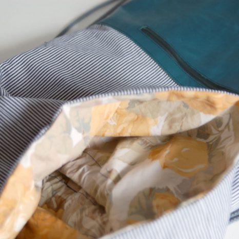 Turnbeutel-Rucksack aus Leder und Baumwolldenim. krambeutel Deine Wunschtasche Stefanie Ramb München www.krambeutel.de. Maßgefertigte Taschen und Beutel aus München