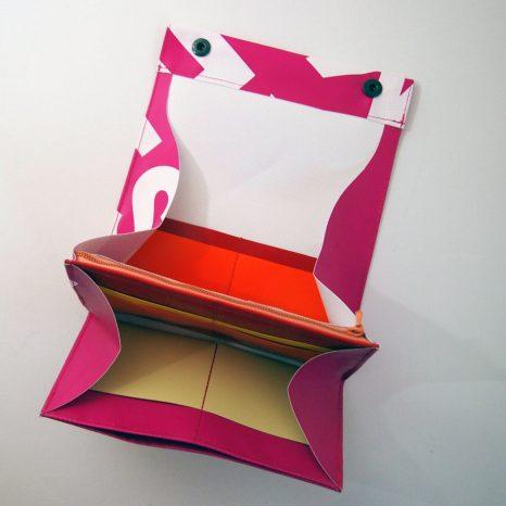 großer Geldbeutel aus recyceltem Ausstellungsbanner. Maßgeschneidert von krambeutel Deine Wunschtasche www.krambeutel.de Stefanie Ramb München