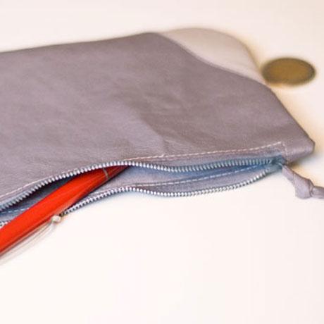 graues Reißverschluss-Etui aus weichem Echtleder, handgemacht in München von krambeutel Deine Wunschtasche www.krambeutel.de