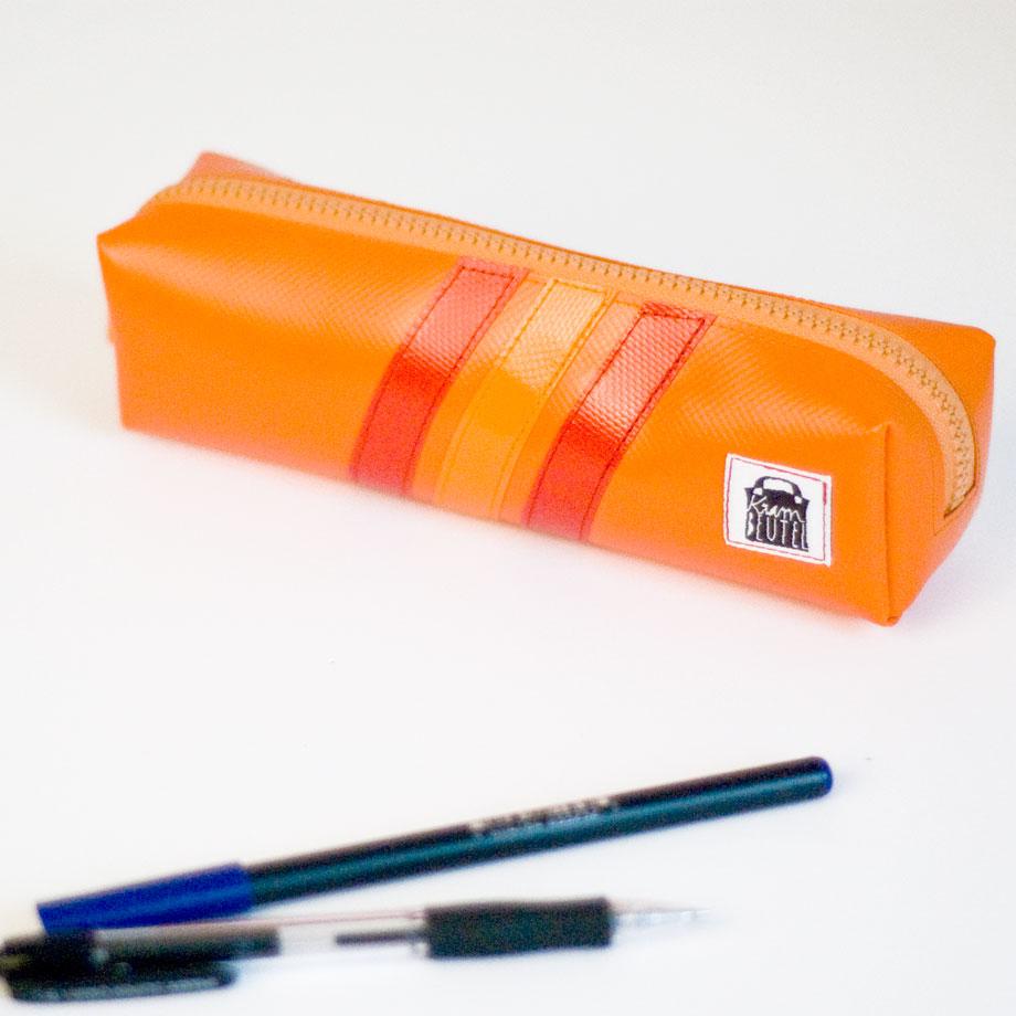 Federmäppchen mit stabilem Reißverschluss www.krambeutel.de krambeutel Deine Wunschtasche Stefanie Ramb München handgefertigte Taschen und Beutel aus recycelten Materialien