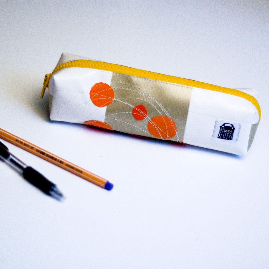 Federmäppchen Schlampermäppchen von krambeutel Deine Wunschtasche genäht von Stefanie Ramb München www.krambeutel.de Beutel aus recycelten Planen, Leder und Materialresten