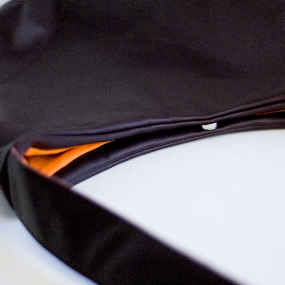 weiche Ledertasche aus braunem Echtleder. Gefüttert mit oranger Baumwolle. Hangenäht von krambeutel Deine Wunschtasche in München / www.krambeutel.de