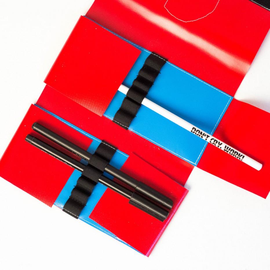 Federmäppchen mit 12 Gummischlaufen, handgenäht aus LKW-Plane in München von krambeutel Deine Wunschtasche www.krambeutel.de Stefanie Ramb