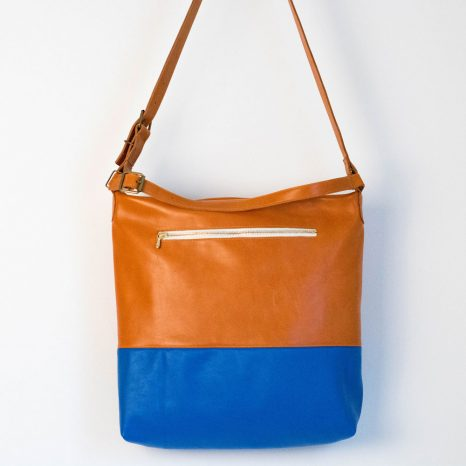 Wunschtasche aus blauem und braunem weichem Echtleder. Handgefertigt von krambeutel Deine Wunschtasche in München