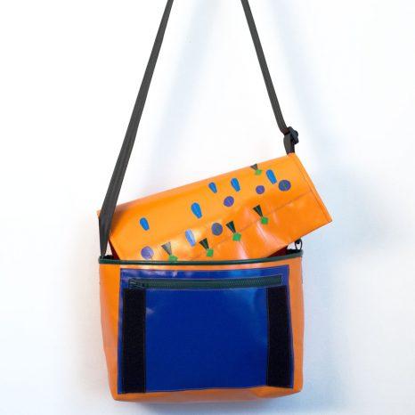 Umhängetasche aus LKW-Plane, orange/blau, handgenäht in München von krambeutel Deine Wunschtasche, www.krambeutel.de, Stefanie Ramb