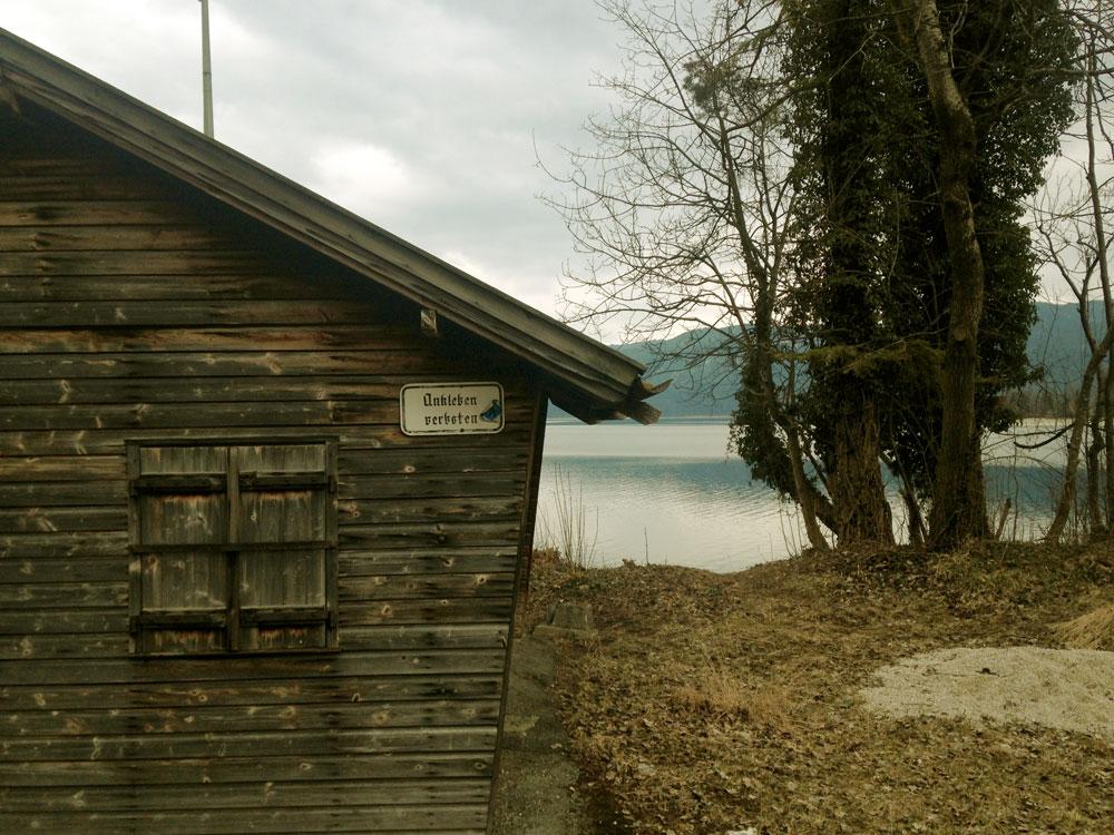 krambeutel zu Fuß unterwegs zwischen Seen, Flüssen und Wäldern. Auf dem Jakobsweg durch Südbayern. krambeutel Deine Wunschtasche www.krambeutel.de München