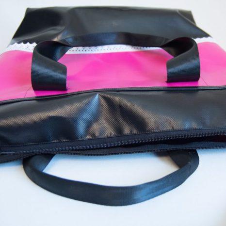Shopper aus LKW-Plane, mit Reißverschluss, Wunschtasche von www.krambeutel.de, genäht von Stefanie Ramb in München