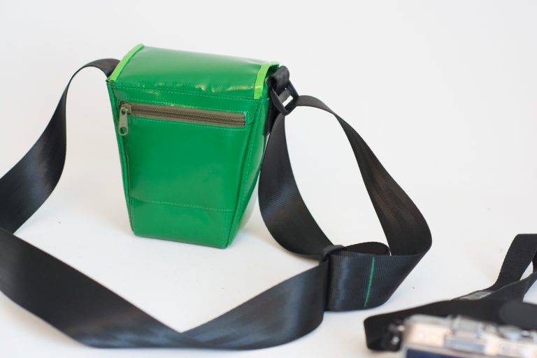 Kameratasche aus LKW-Plane, gefüttert mit Wollfilz, gefertigt von Stefanie Ramb in München, krambeutel Deine Wunschtasche www.krambeutel.de