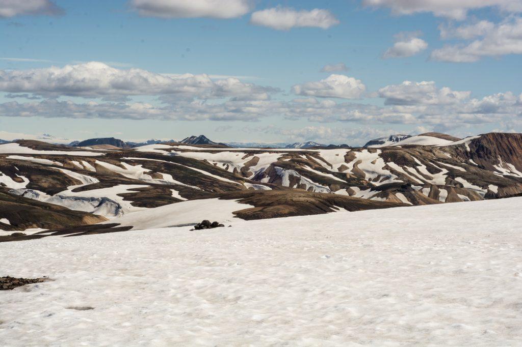 Frau krambeutel unterwegs auf dem Laugavegur in Island. Fernwanderjahr 2017