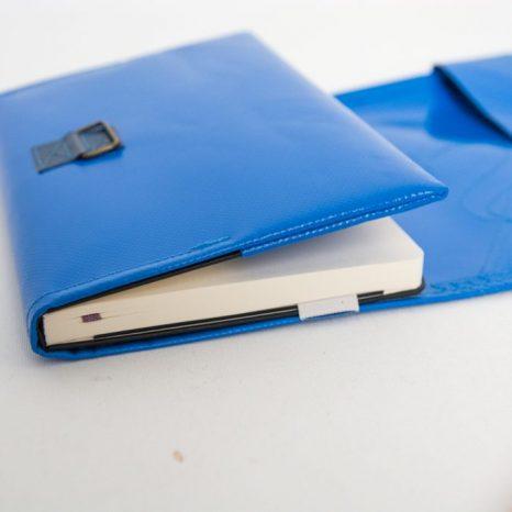 Tagebuchhülle aus LKW-Plane, maßgeschneidert in München von krambeutel Deine Wunschtasche www.krambeutel.de