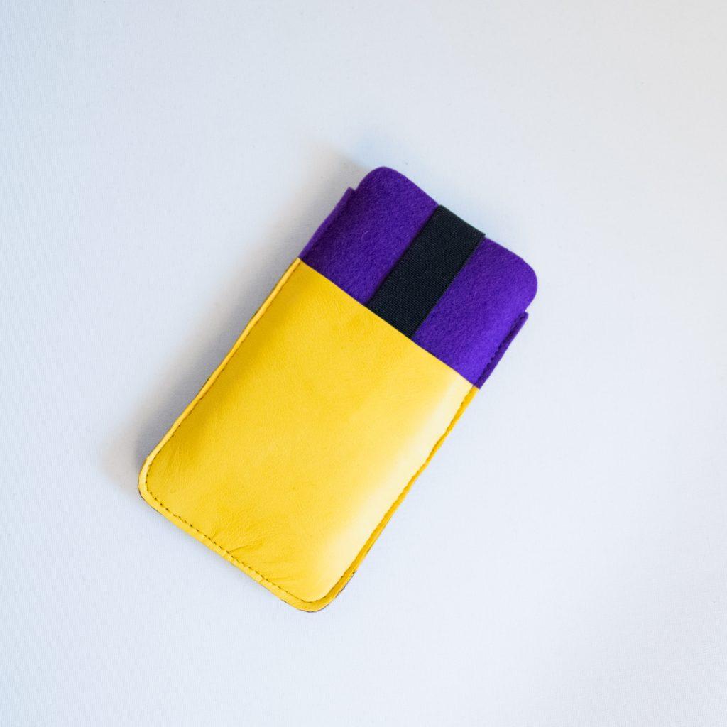 Smartphonehülle aus Filz mit LEder-Extrafach, genäht in München von Stefanie Ramb, krambeutel Deine Wunschtasche, www.krambeutel.de