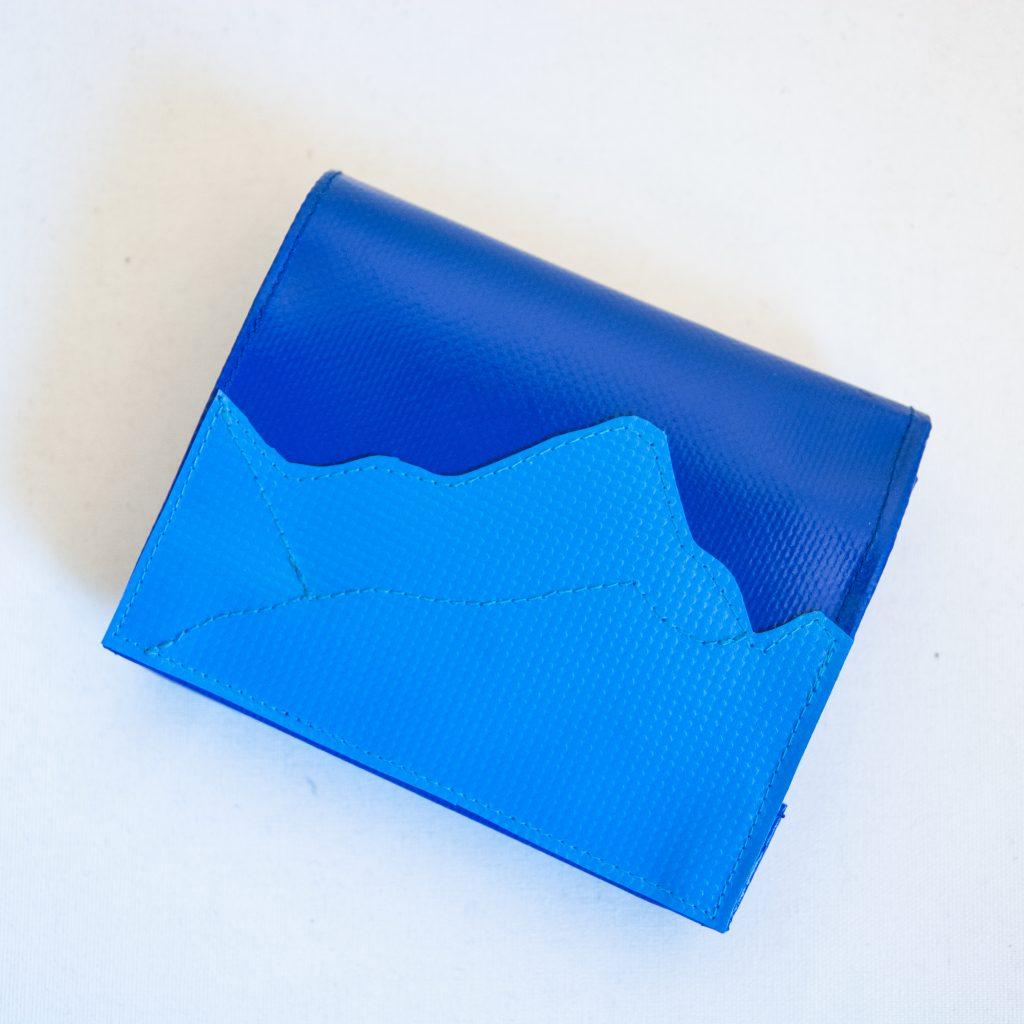 krambeutel Deine Wunschtasche Geldbeutel aus LKW Plane blau genäht in München Stefanie Ramb
