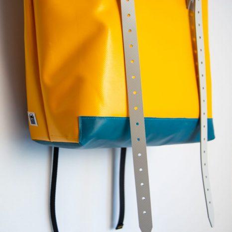 Rucksack aus Plane und Leder Detail krambeutel