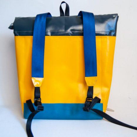 Rucksack aus Plane und Leder krambeutel